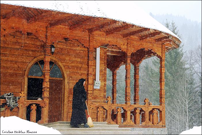 Ninsoare la Manastirea Paltin, Petru Voda, 10 februarie 2013