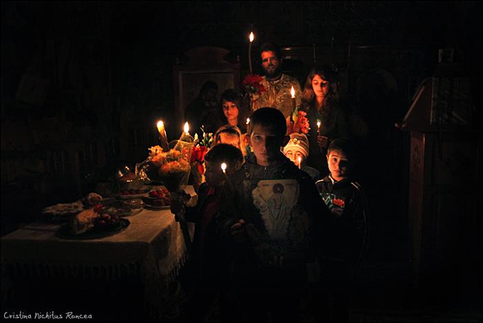 Sfintele Pasti in Tara Fagarasului 02 - foto Cristina Nichitus Roncea