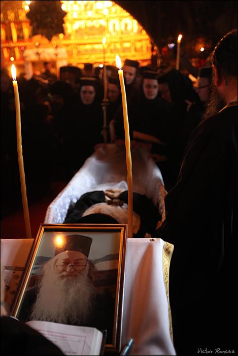 Inmormantarea Parintelui Justin Parvu 06 - foto Victor Roncea