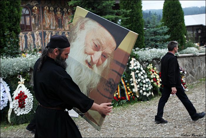 Inmormantarea Parintelui Justin Parvu 25 - foto Victor Roncea