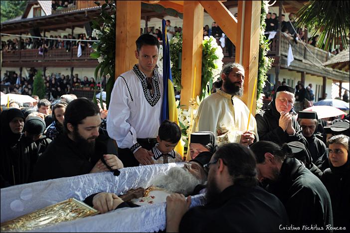 Inmormantarea Parintelui Justin Parvu 29 - foto Cristina Nichitus Roncea