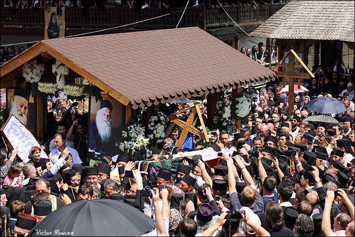 Inmormantarea Parintelui Justin Parvu 34 b - foto Victor Roncea