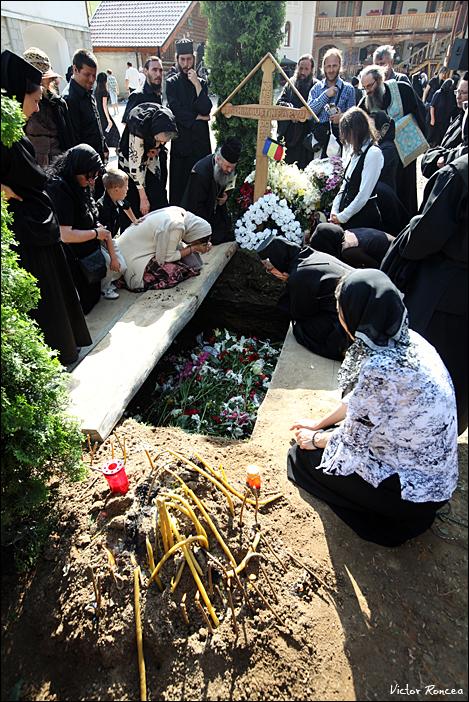 Inmormantarea Parintelui Justin Parvu 40 - foto Victor Roncea
