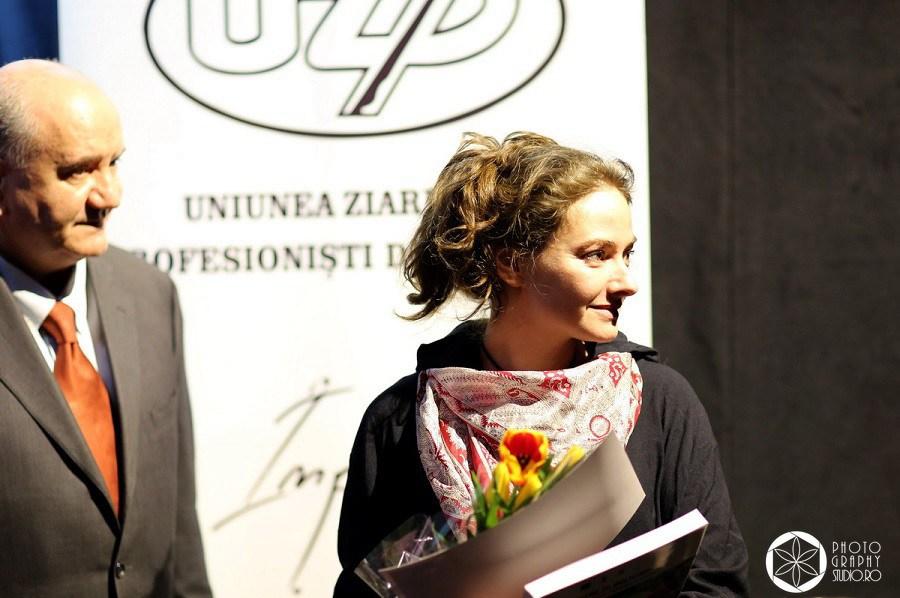 Cristina-Nichitus-Roncea-premiata-pentru-Alaptarea-e-Iubire-de-Uniunea-Ziaristilor-Profesionisti-din-Romania-2015-2016-Photography-Studior-Ro